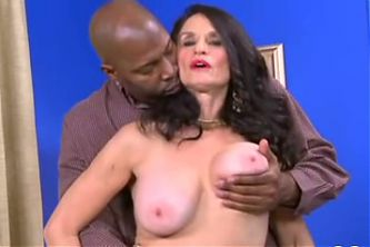 Brunette GILF gets IR assfucked