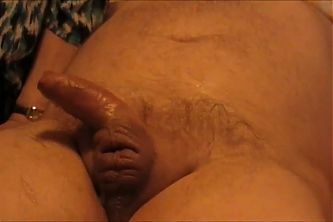 2 GILFS play with 1 Cock